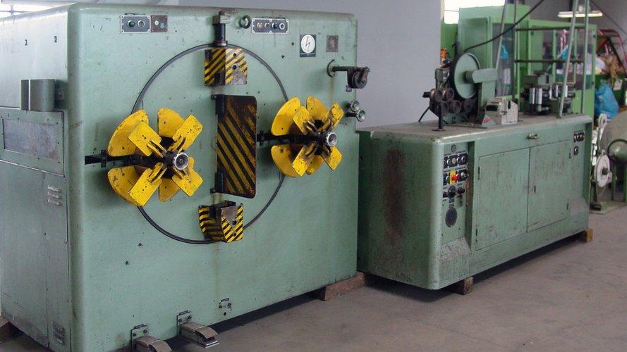 [Translate to Englisch:] Maschine zum Wickeln von zum Machine for winding for example cable coils. Beispiel Kabelringen.