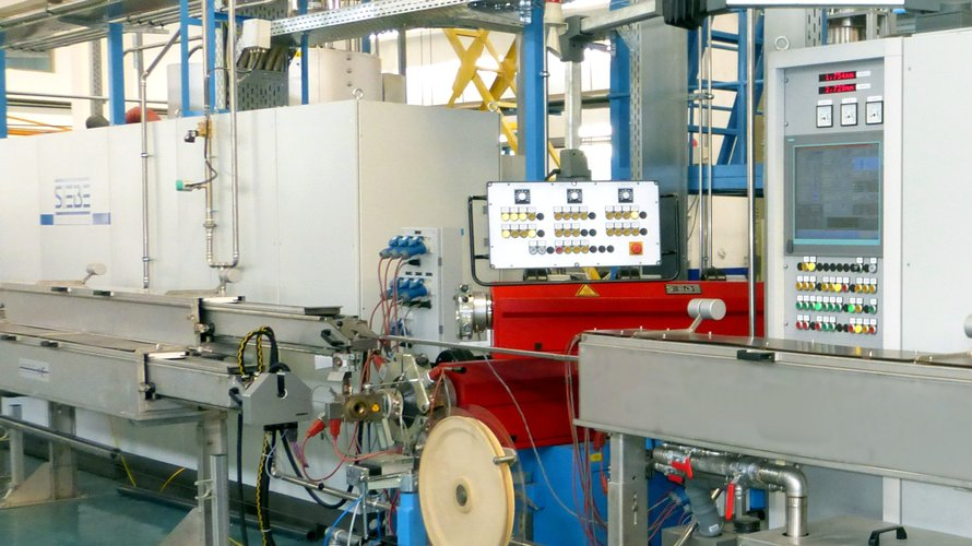 Maschine für den industriellen Gebrauch, zum Plastifizieren und Ummanteln von Drähten, etc.