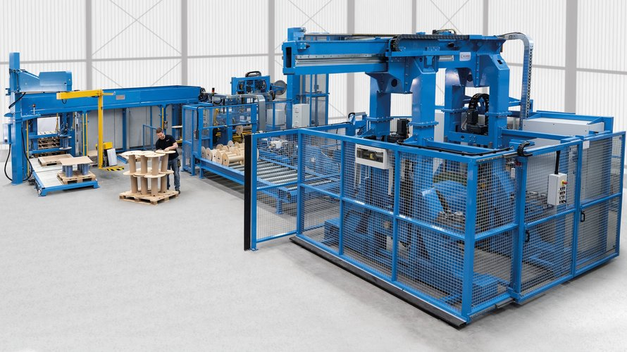 Automatische Trommelspulanlage, zum Konfektionieren von Kabelprodukten.