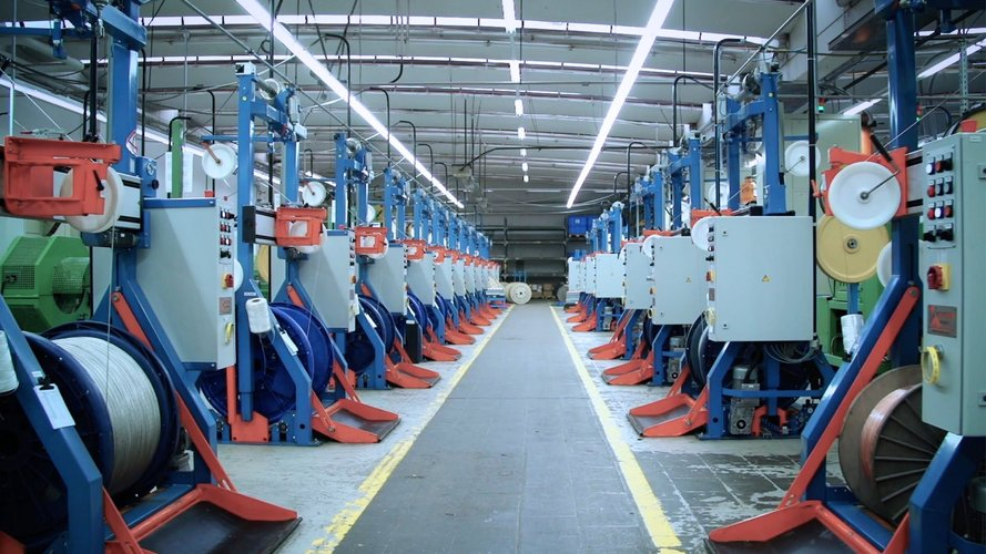Serie von Maschinen für den industriellen Gebrauch, zum Abwickeln von Drähten, Adern und Kabeln.