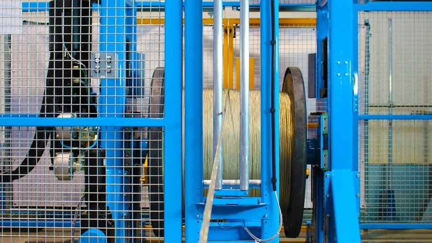 Detail of a pay-off in an extrusion line for cable production