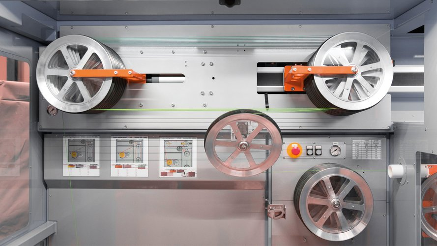 Detail machine for professional use, for winding wires, cores and cables.
